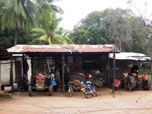 tractor-service-station